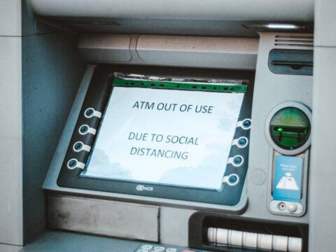 Modus Ganjal ATM Pakai Perekat Lagi Viral, Warga Diminta Waspada!